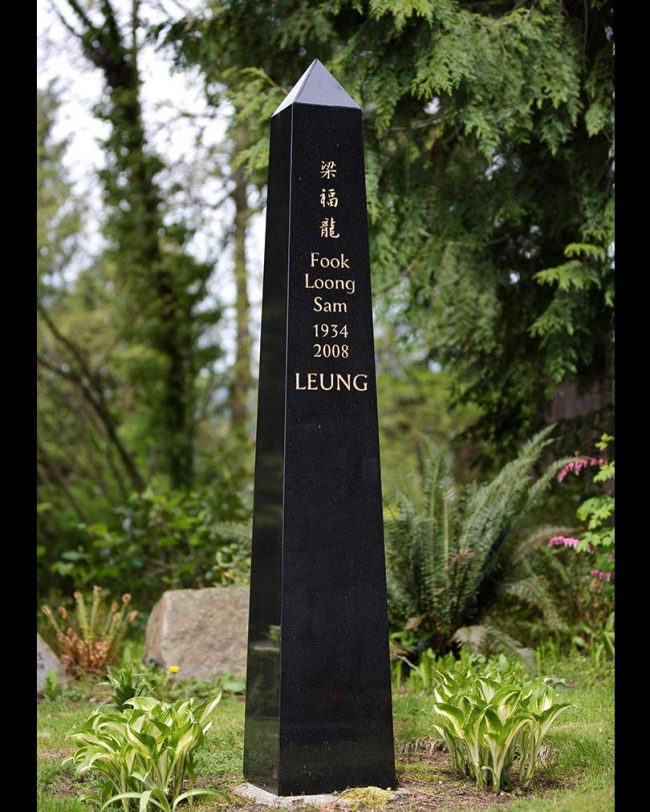Black granite obelisk monument, Chinese lettering